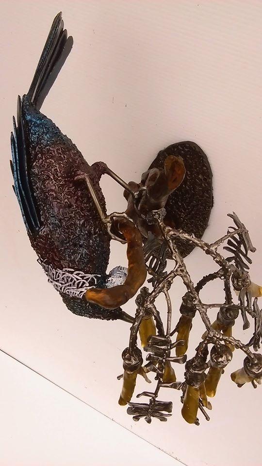 Tui Feeding, a sculpture by Mark Larsen